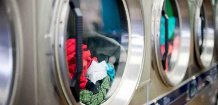 színes ruhák mosása